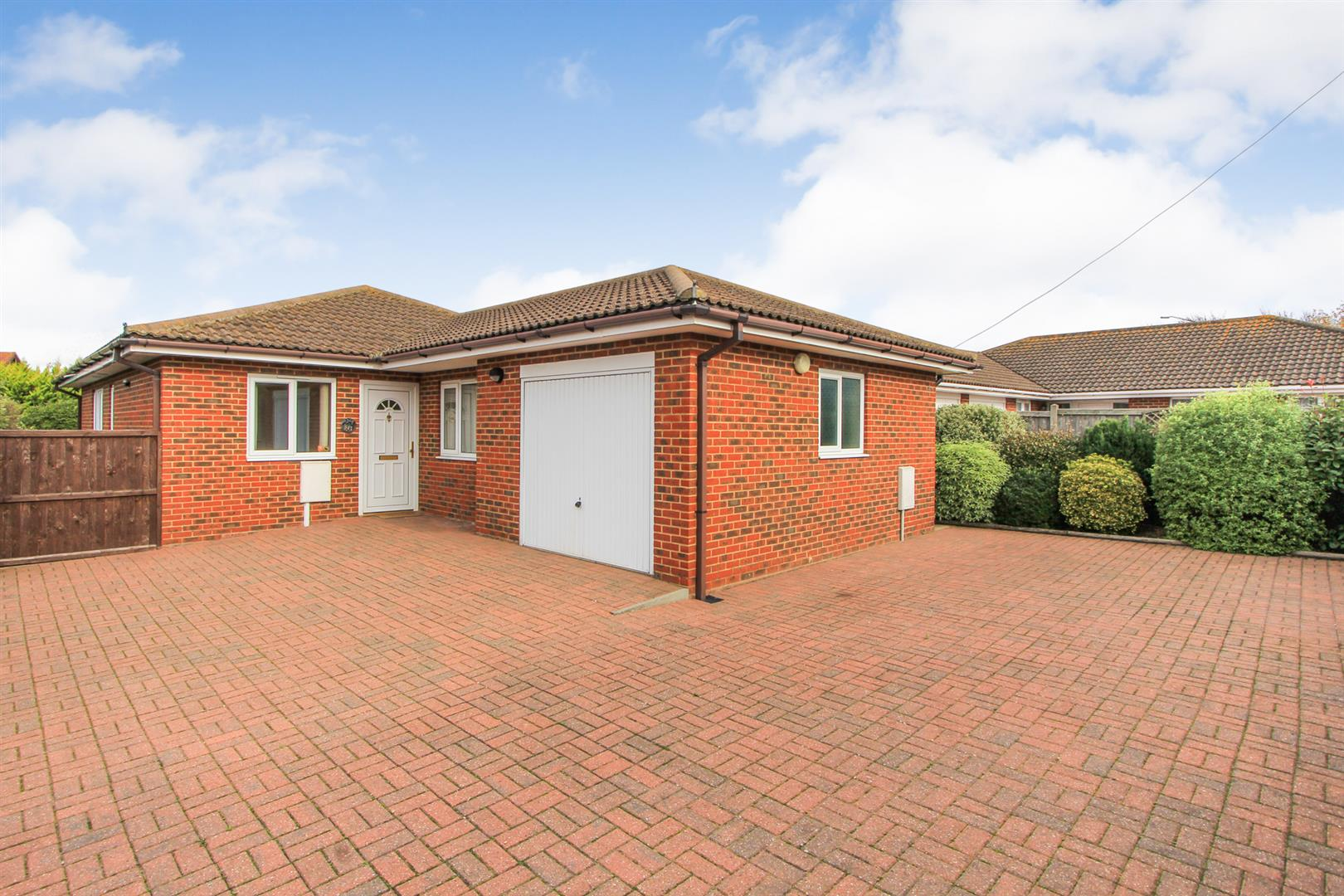 3 Bedrooms Detached Bungalow for sale in Church Street, Whitstable